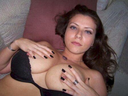 Adoptez une salope sexy très en manque