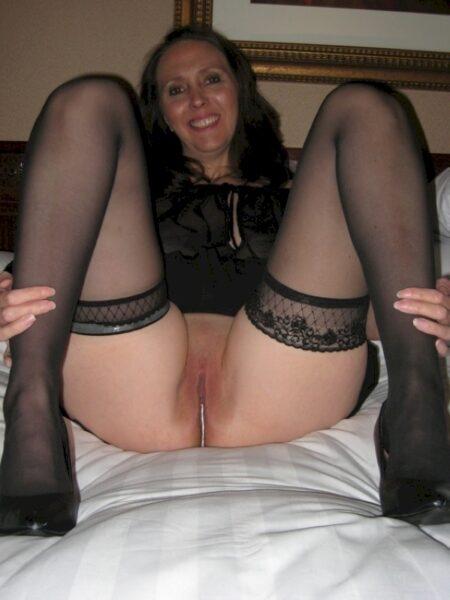 Cougar sexy soumise pour amant séduisant souvent disponible