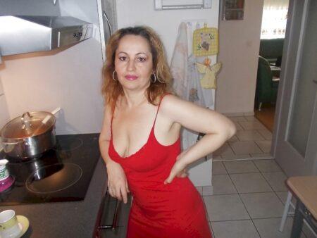Cougar sexy soumise pour libertin qui aime soumettre