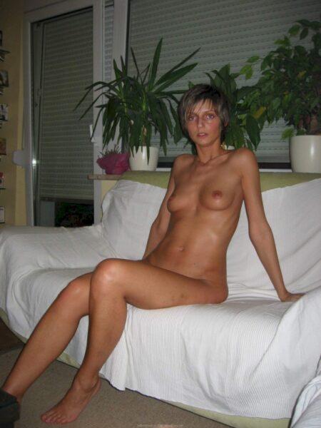 Femme cougar soumise pour amant qui apprécie la domination très souvent disponible
