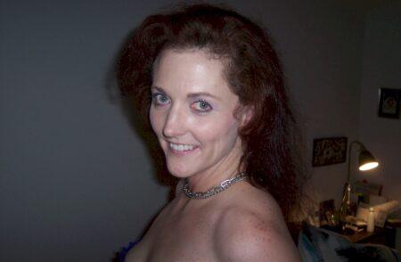 Femme infidèle sexy soumise pour gars directif assez souvent libre