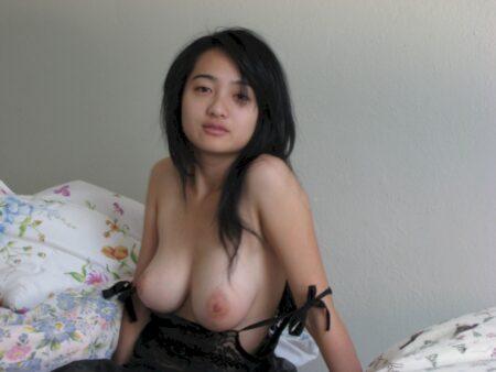 Femme libertine asiatique soumise pour coquin directif de temps à autre libre