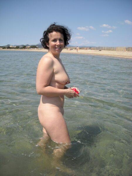 Femme sexy soumise pour gars expérimenté