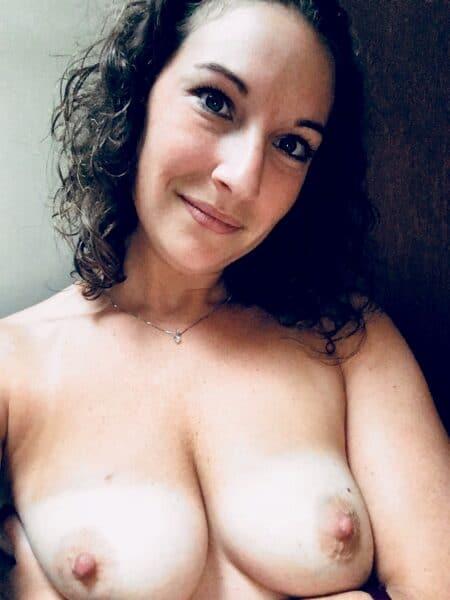 Pour jeune libertin torride dispo qui souhaite une rencontre sexy