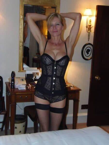 Pour un rendez-vous sans lendemain avec une cougar sexy