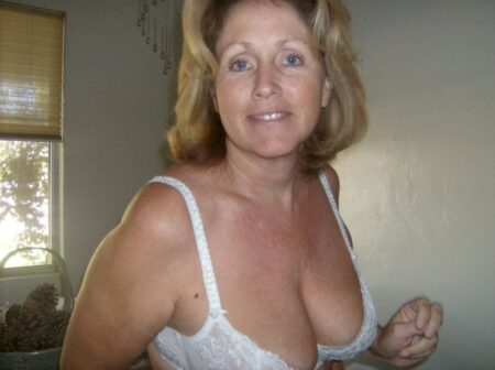 Pour un weekend de sexe avec une femme cougar sexy