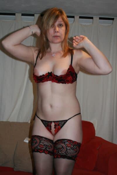 Une femme cougar pour votre plaisir